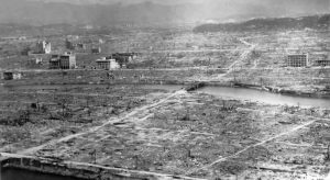 "US-Militärfoto von Hiroshima (wikimedia.org - Fotoserie ""Hiroshima in ruins"" - ""Hiroshima aftermath""). Public Domain / gemeinfrei"