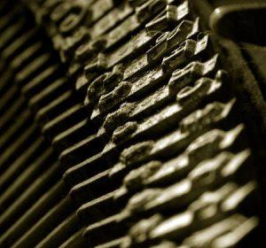 Tiefer Einblick in eine alte Schreibmaschine © 2005 Tom Burke CC-BY, Wikimedia Commons