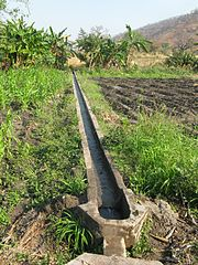 ... noch ein Bewässerungssystem. Malawi, 2008. © USAID Public Domain, PD. Wikimedia Commons
