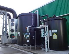 Berlin-Ruhleben. Eine Biogasanlage, die verwertet, was wir in die Biotonne werfen. Foto © 2015 Assenmacher CC BY-SA, Wikimedia Commons
