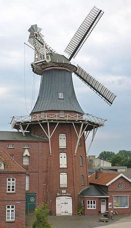 Galerieholländer-Getreidemühle, die Deichmühle. Foto © 2013 Muehlenbernd CC BY-SA Wikimedia Commons