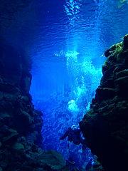 Die Silfra-Spalte in Island (Foto © Thomei08/Sternzeichen Kiwi, 2012 - PD, Wikimedia Commons)