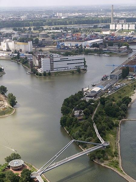Düsseldorf am Rhein. Foto © Alexostrov, 2008. CC BY-SA, Wikimedia Commons.